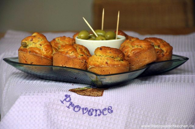 Cake salé aux lardons et aux olives (Salziger kuchen mit Speck und Oliven)