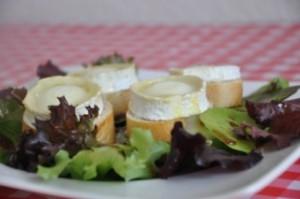 salade-de-chevre-chaud-salat-mit-uberbacken-ziegenkase-rezepte-salat-vegetarisch-vorspeisen-franzosisch-kochen-by-aurelie-bastian