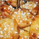 Chouquettes (mit Zucker bestreute, innen hohle Windbeutel)