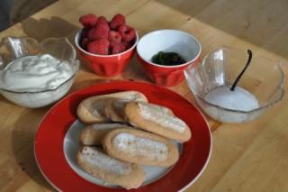 verrine-de-framboises-a-la-pistache-verrine-mit-himbeere-und-pistazien-rezepte-nachspeisen-franzosisch-kochen-by-aurelie-bastian