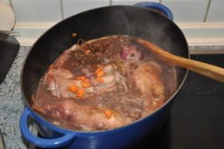 lapin-aux-pruneaux-et-vin-rouge-kaninchen-mit-rotwein-und-pflaumen-fleisch-hauptspeisen-rezepte-franzosisch-kochen-by-aurelie-bastian