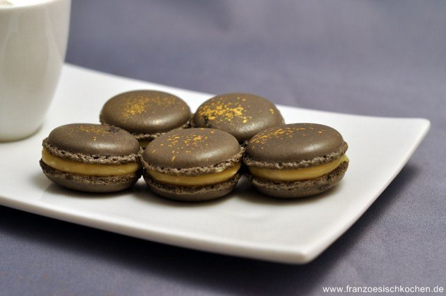 Rezept: Macarons à la crème de caramel au beurre salé (Macarons mit Salzbutter Karamell Creme)   www.franzoesischkochen.de