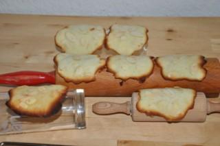 tuiles-aux-amandes-franzosische-mandelndachziegel-backen-kekse-platzchen-rezepte-nachspeisen-franzosisch-kochen-by-aurelie-bastian