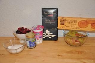 entremets-rhubarbechocolat-blancfruits-des-bois-entremets-mit-rhabarber-weisser-mousse-au-chocolat-und-waldbeeren-rezepte-nachspeisen-franzosisch-kochen-by-aurelie-bastian