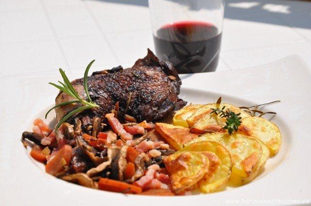 Rezept: Coq au vin (Geschmortes Huhn im Rotweinsauce)   www.franzoesischkochen.de