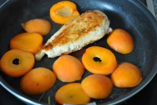 supreme-de-dinde-aux-abricots-hahnchenbrustfilets-mit-aprikosen-fleisch-hauptspeisen-rezepte-franzosisch-kochen-by-aurelie-bastian