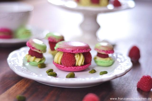 Rezept: Paris Berlin, Macarons framboises pistaches (Paris Berlin, Himbeeren Pistazien Macarons)   www.franzoesischkochen.de