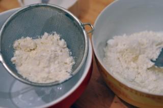 parisberlin-macarons-framboisespistaches-parisberlin-himbeerenpistazien-macarons-backen-macarons-rezepte-nachspeisen-franzosisch-kochen-by-aurelie-bastian