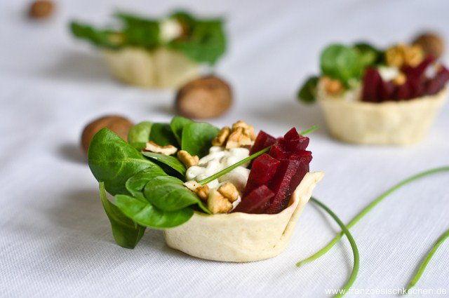 Tartelettes fraîches betterave-mâche-noix (frische herzhafte Tartelettes)
