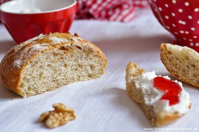 Rezept: Petits pains aux noix sans pétrissage (Walnuss Brötchen ohne kneten)   www.franzoesischkochen.de