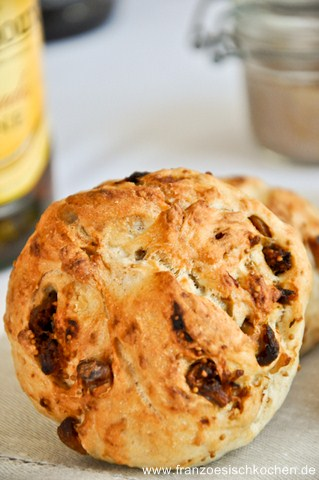Petits pains aux noix et aux figues (Walnuss-Feigen-Brötchen)