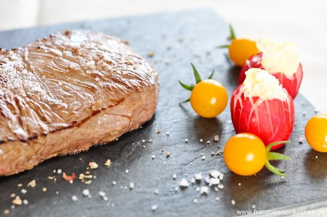 Rezept: Steak de porc iberique, tomates à la provencale et échalottes confites, et steak de charolais (Steak von Iberico Schwein und Charolais mit provenzalischen Tomaten und Schalottenconfit)   www.franzoesischkochen.de