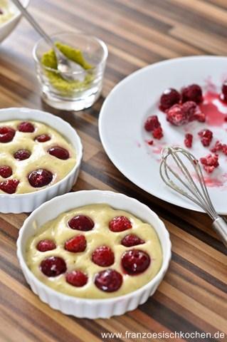creme-pistache-aux-fruits-rouges-facon-creme-brulee-backen-rezepte-nachspeisen-franzosisch-kochen-by-aurelie-bastian