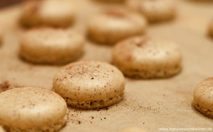 macarons-a-la-noisette-haselnuss-macarons-backen-macarons-rezepte-nachspeisen-franzosisch-kochen-by-aurelie-bastian