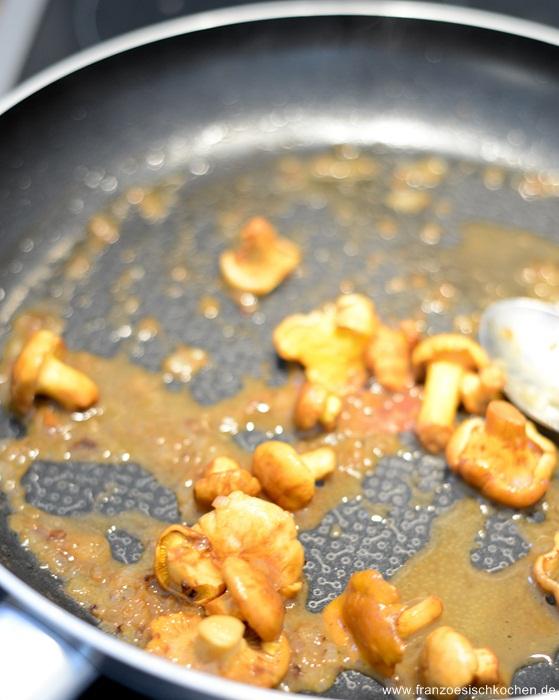 medaillons-de-veau-aux-girolles-et-sauce-au-calvados--kalbsmedaillons-mit-pfifferlinge-und-calvadossauce-fleisch-hauptspeisen-snacks-und-kleine-gerichte-weihnachten-franzosisch-kochen-by-aurelie-bastian