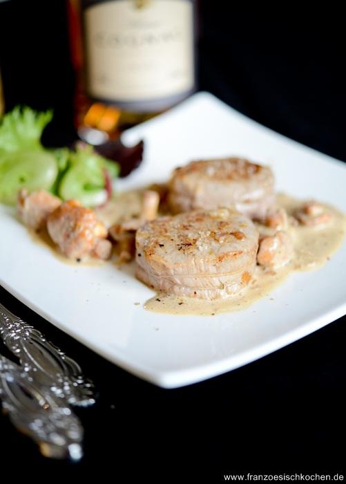Rezept: Médaillons de veau aux girolles et sauce au Calvados   Kalbsmedaillons mit Pfifferlinge und Calvados Sauce   www.franzoesischkochen.de