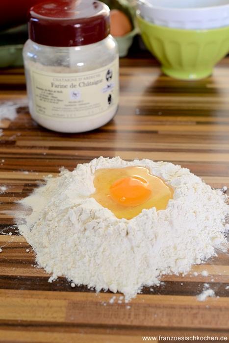 pate-fraiches-a-la-farine-de-chataigne-sauce-armagnac-figues-et-girolles--hausgemachte-kastaniennudeln-mit-armagnacfeigenpfifferligsauce--fleisch-hauptspeisen-rezepte-snacks-und-kleine-gerichte-franzosisch-kochen-by-aurelie-bastian