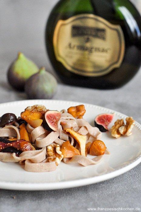Pâte fraiches à la farine de châtaigne, sauce Armagnac, figues et Girolles ( Hausgemachte Kastaniennudeln mit Armagnac-Feigen-Pfifferlig-Sauce)