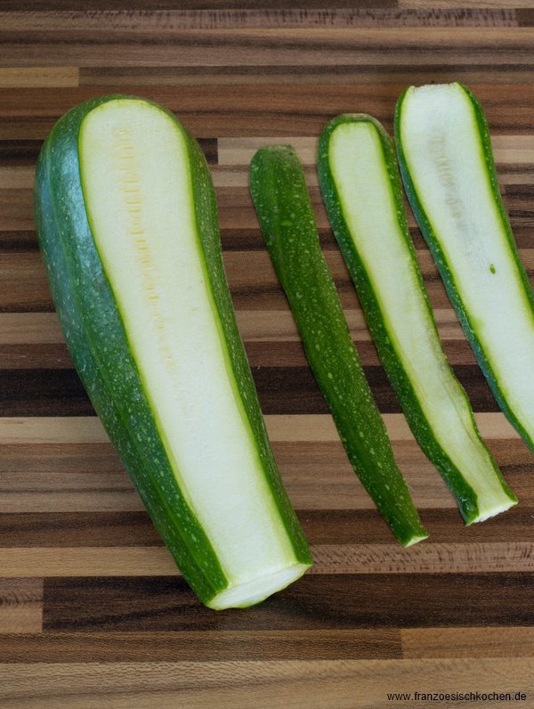 terrine-de-courgette-au-fromage-frais-figue-et-noisettes--zucchinifrischkase-terrine-mit-feigen-und-haselnussen--hauptspeisen-kase-rezepte-salat-snacks-und-kleine-gerichte-torten-vegetarisch-vorspeisen-franzosisch-kochen-by-aurelie-bastian