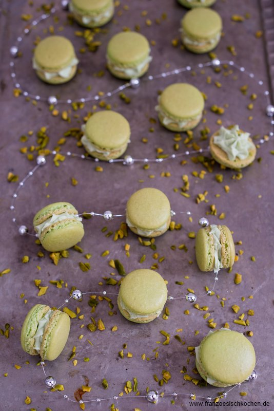 macarons-a-la-pistache--pistazien-macarons---allgemein-backen-kekse-platzchen-macarons-rezepte-nachspeisen-snacks-und-kleine-gerichte-weihnachten-franzosisch-kochen-by-aurelie-bastian