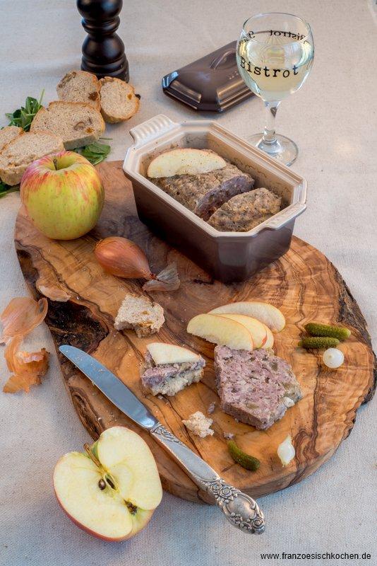 terrine-de-canard-aux-pommes-calvados-et-4-epices-ententerrine-mit-apfeln-calvados-und-4gewurzen-brot-fleisch-hauptspeisen-rezepte-snacks-und-kleine-gerichte-vorspeisen-franzosisch-kochen-by-aurelie-bastian