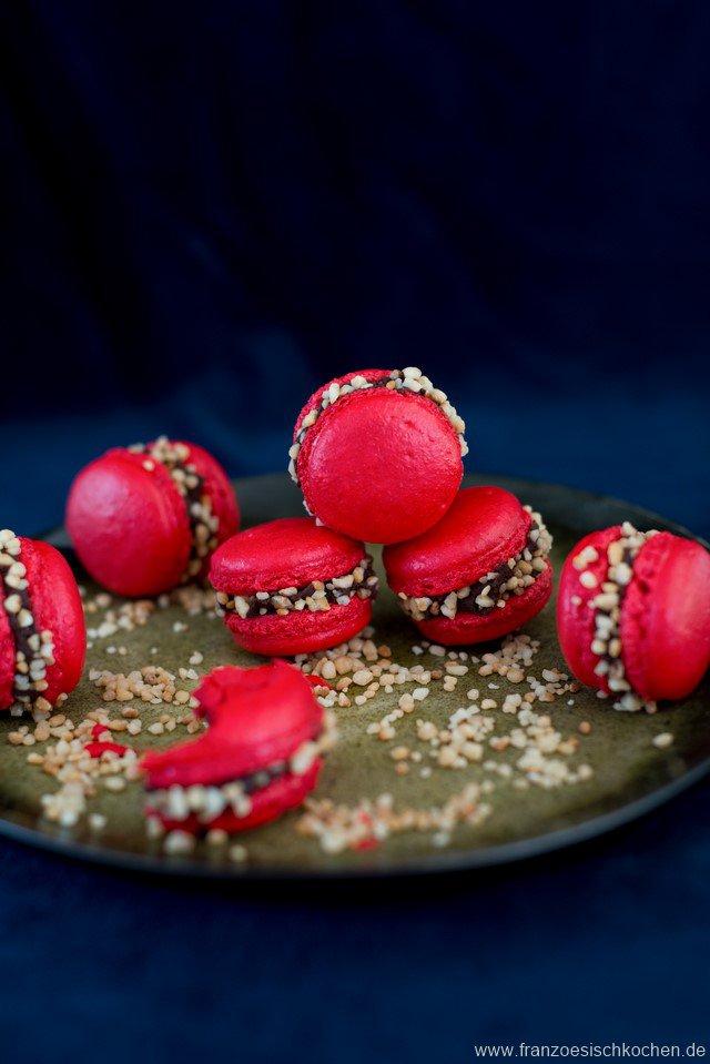 macarons-croquants--knusprige-macarons-mit-krokant---und-noch-ein-macarons-faq-backen-geschenk-kekse-platzchen-kinder-macarons-snacks-und-kleine-gerichte-weihnachten-franzosisch-kochen-by-aurelie-bastian