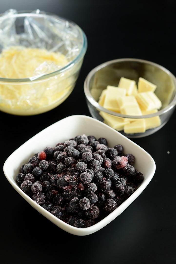 gateau-de-macarons-myrtilles-et-violettes--macarons-kuchen-mit-blaubeeren-und-veilchen--eis-macarons-nachspeisen-tarte-torten-franzosisch-kochen-by-aurelie-bastian