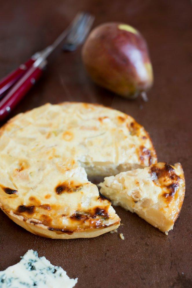 quiche-poires-et-roquefort-quiche-mit-birnen-und-blauschimmelkase-aperitif-hauptspeisen-kase-rezepte-quiche-snacks-und-kleine-gerichte-tarte-vegetarisch-vorspeisen-franzosisch-kochen-by-aurelie-bastian