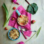 Crumble Grundrezept mit Rhabarber und Erdbeeren (Crumble Fraises-Rhubarbe)