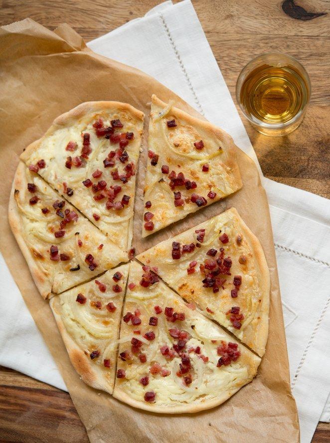original-elsasser-flammkuchen-tarte-flambee-aperitif-backen-brot-hauptspeisen-rezepte-quiche-snacks-und-kleine-gerichte-vorspeisen-franzosisch-kochen-by-aurelie-bastian
