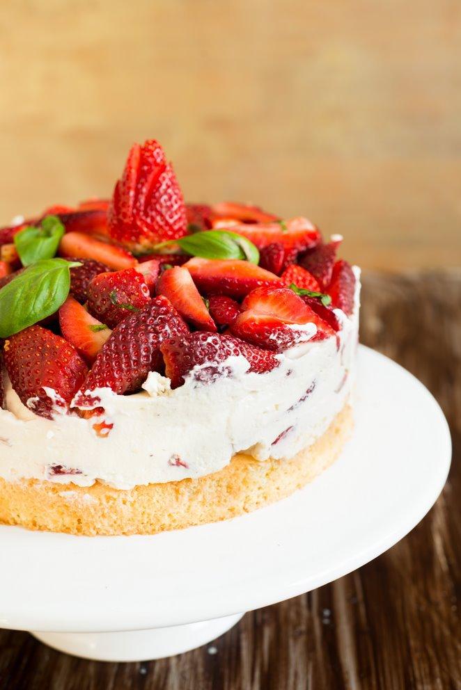 einfache-erdbeerbasilikum-torte-gateau-fraises-basilic-tout-simple-backen-geschenk-rezepte-nachspeisen-torten-vesper-franzosisch-kochen-by-aurelie-bastian
