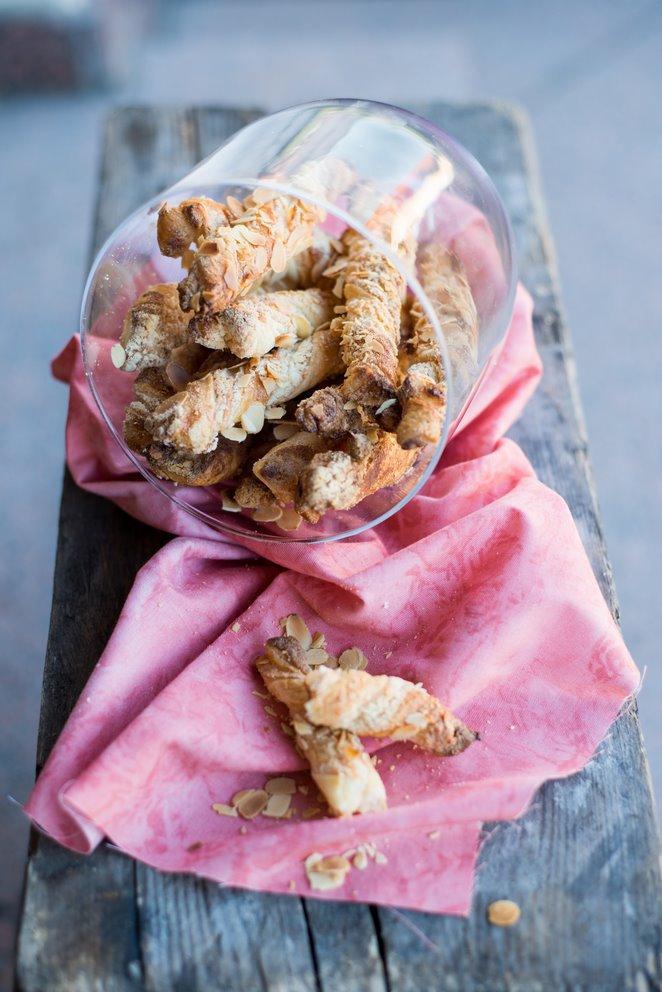 sacristains-blatterteigstangen-mit-mandeln-aus-der-provence-backen-kekse-platzchen-kinder-rezepte-nachspeisen-snacks-und-kleine-gerichte-franzosisch-kochen-by-aurelie-bastian