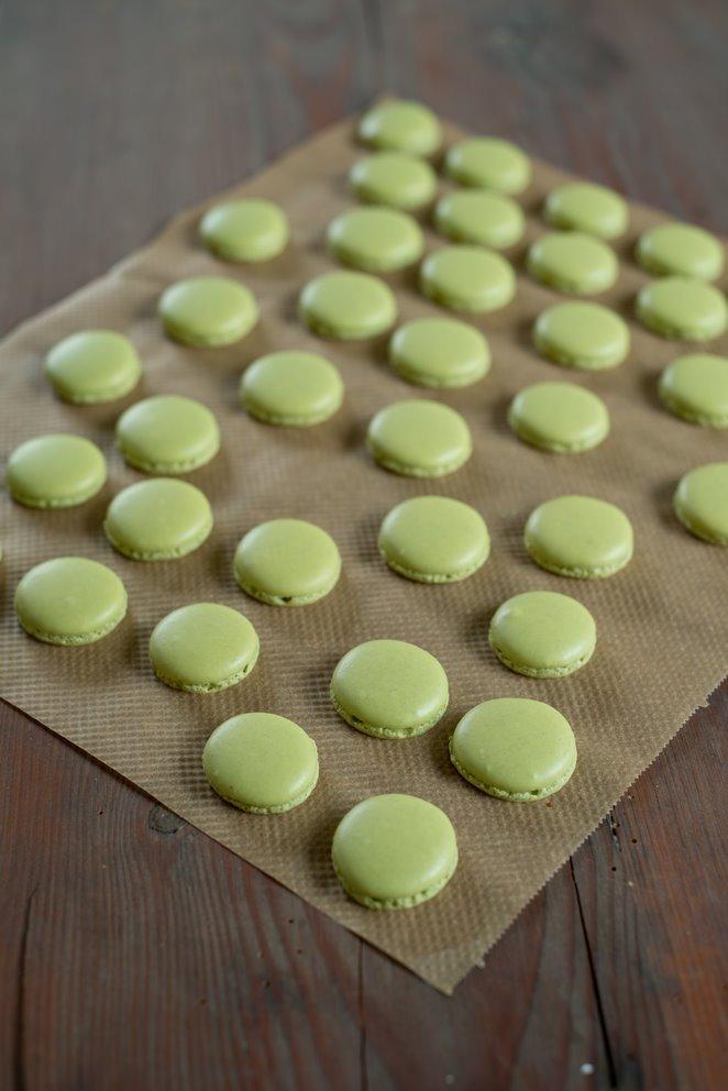 toffee-macarons--salzbutterkaramell-und-schokolade-macarons-michoko-backen-kinder-macarons-snacks-und-kleine-gerichte-franzosisch-kochen-by-aurelie-bastian