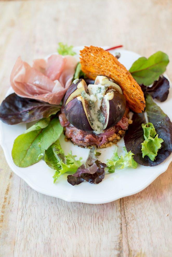 exquisite-vorspeise-mit-feigen-und-roquefort-hauptspeisen-rezepte-salat-snacks-und-kleine-gerichte-vegetarisch-vorspeisen-franzosisch-kochen-by-aurelie-bastian