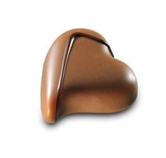 Herz aus Milchschokolade mit Haselnussganache
