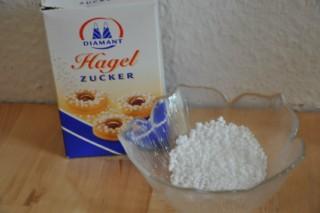 chouquettes-mit-hagelzucker-bestreute-innen-hohle-windbeutel-dsc2873-320x200