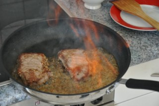 steak-au-poivre-flambe-au-cognac-mit-cognac-flambiertes-pfeffersteak-dsc5025-320x200
