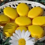 Macarons à la rhubarbe pour Pâques (Rhabarber Macarons für Ostern)