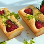 Financiers Fraises-Pistaches (Erdbeer-Pistazien-Financiers)