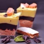 Verrines à la violette, chocolat blanc et biscuits roses de Reims (Verrines mit Veilchen, weisse Schokolade und Rosa Biscuits aus Reims)