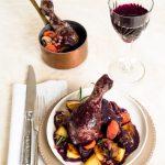 Coq au vin (Geschmortes Huhn im Rotweinsauce)