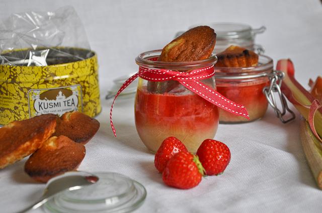 madeleines-au-jasmin-et-compotes-fraisesrhubarbe