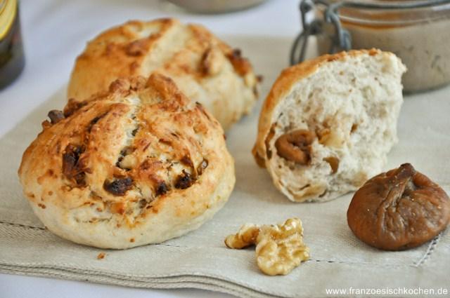 petits-pains-aux-noix-et-aux-figues-walnussfeigenbrotchen