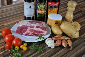 steak-de-porc-iberique-tomates-a-la-provencale-et-echalottes-confites-et-steak-de-charolais-steak-von-iberico-schwein-und-charolais-mit-provenzalischen-tomaten-und-schalottenconfit