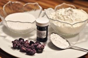 biscuits-violets-de-reims-a-la-violette-de-toulouse-biscuits-roses-de-reims-mit-veilchen-aus-toulouse