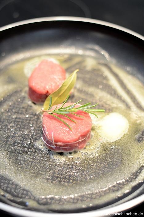 medaillons-de-veau-aux-girolles-et-sauce-au-calvados--kalbsmedaillons-mit-pfifferlinge-und-calvadossauce-dsc05701-copier
