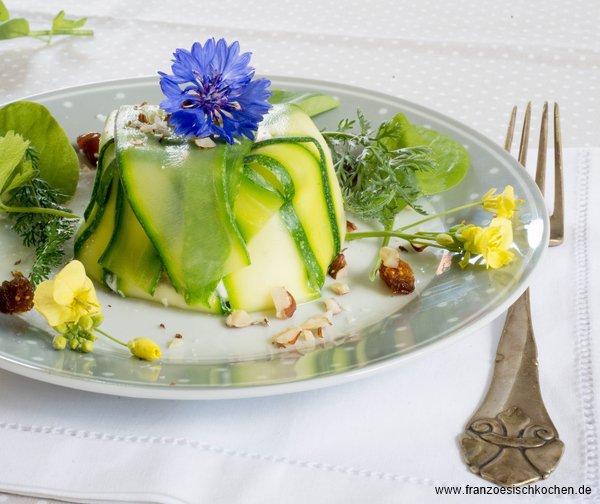 Terrine de courgette au fromage frais, figue et noisettes ( Zucchini-Frischkäse Terrine mit Feigen und Haselnüssen )