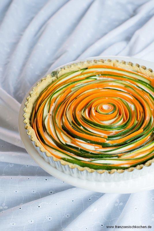 tarte-fleur-salee-carottescourgettes-comme-une-rose-salzige-tarte-mohrenzucchini-wie-eine-rose-dsc92601-copier