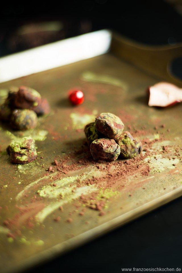 truffes-noires-au-matcha-matcha-truffeln-mit-bitterschokolade-dsc52831-kopie