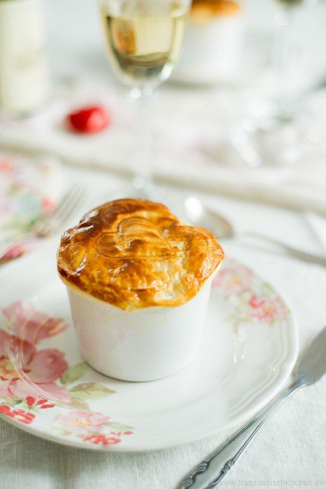 Feuilleté aux Saint-Jacques et fondue de poireaux (Jakobsmuscheln und Porree im Blätterteig )